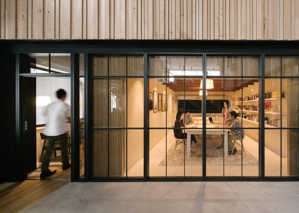 airbnb-tokyo-office_dezeen_3408_slideshow_7-1024x731