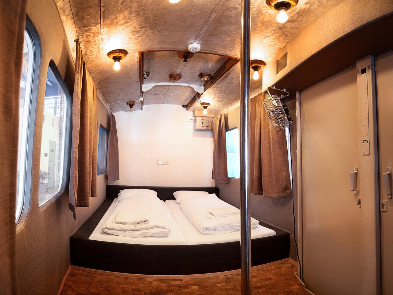 Destin-Hotel-Not-Hotel-9-tram