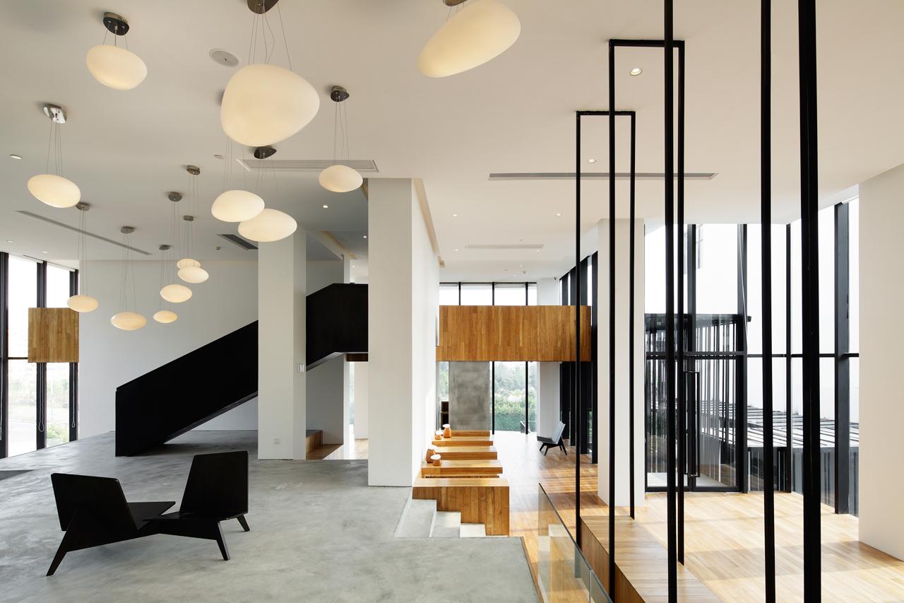 Destin-hotelWIND_team-bldg-1-lobby