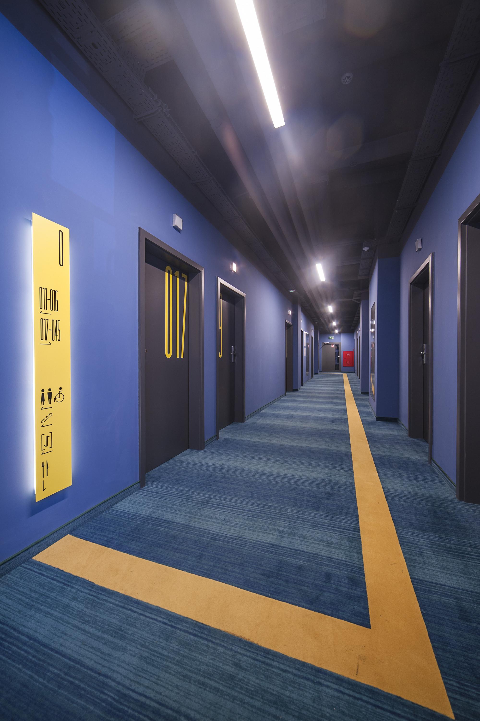 EC-5_Tobaco_Hotel_corridor_1