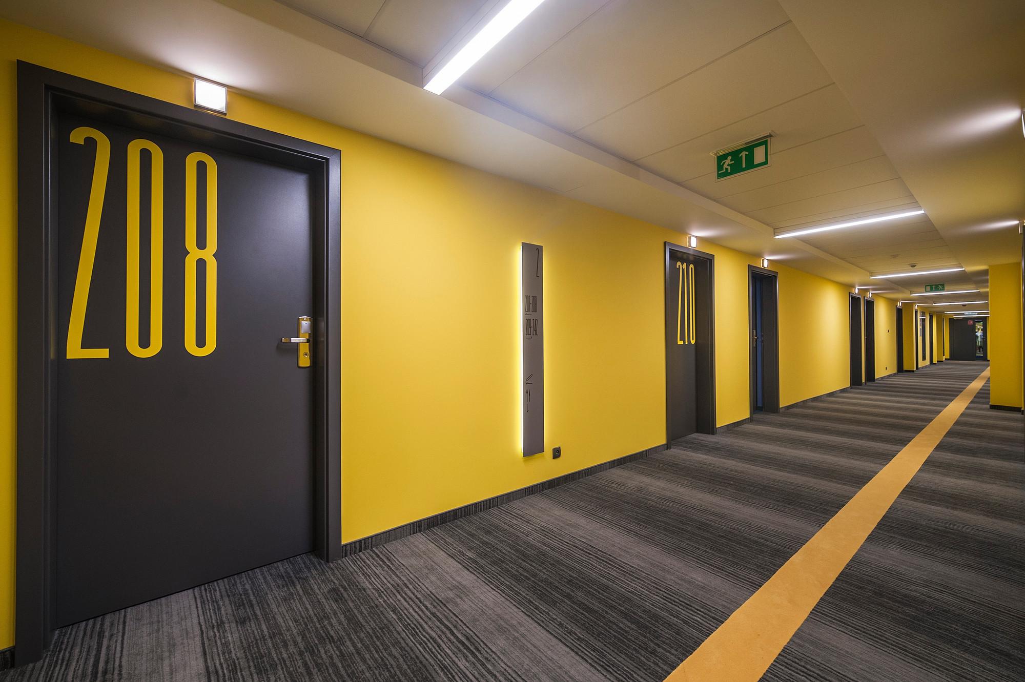 EC-5_Tobaco_Hotel_corridor_3
