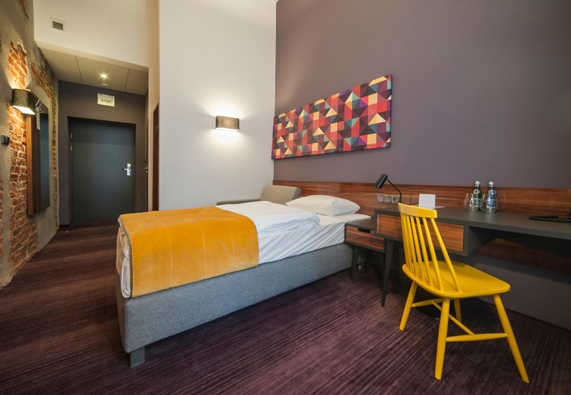 EC-5_Tobaco_Hotel_room1_1