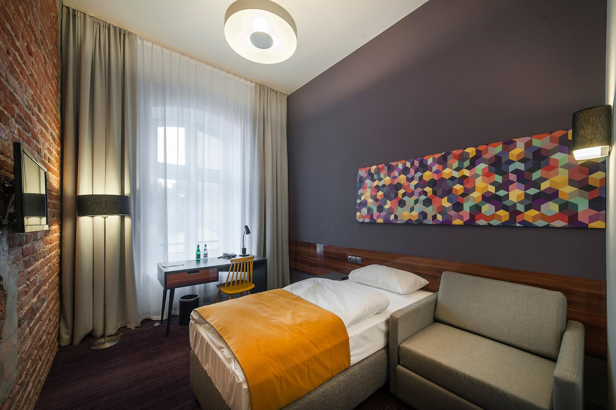 EC-5_Tobaco_Hotel_room1_2