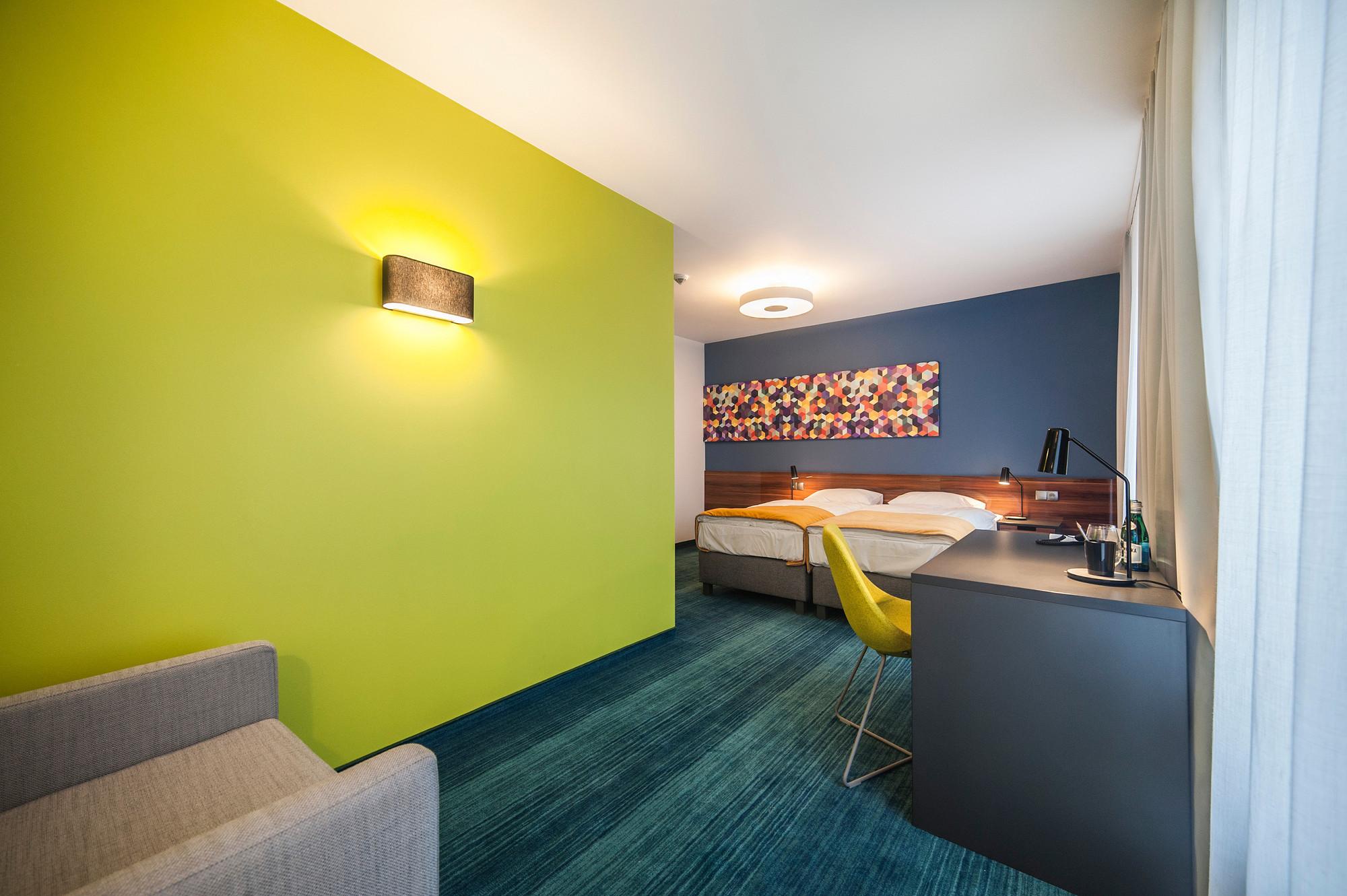 EC-5_Tobaco_Hotel_room2_2