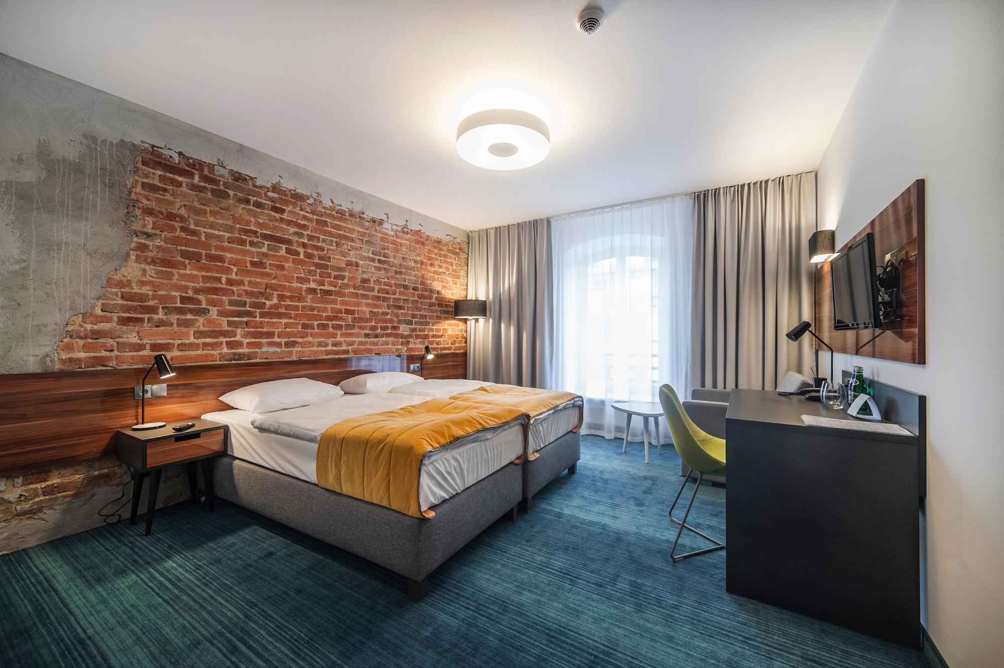 EC-5_Tobaco_Hotel_room2_4