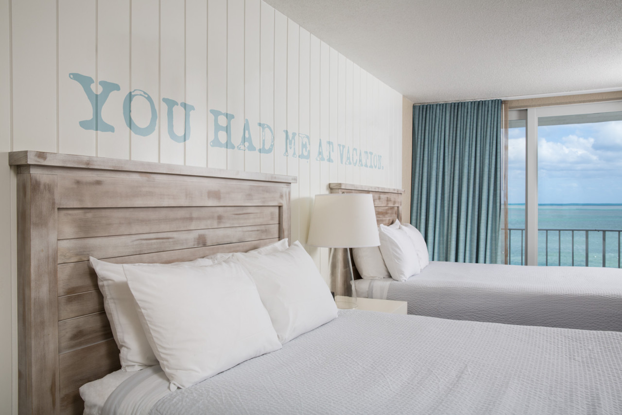 Postcard-Inn-Hotel-bedroom-4