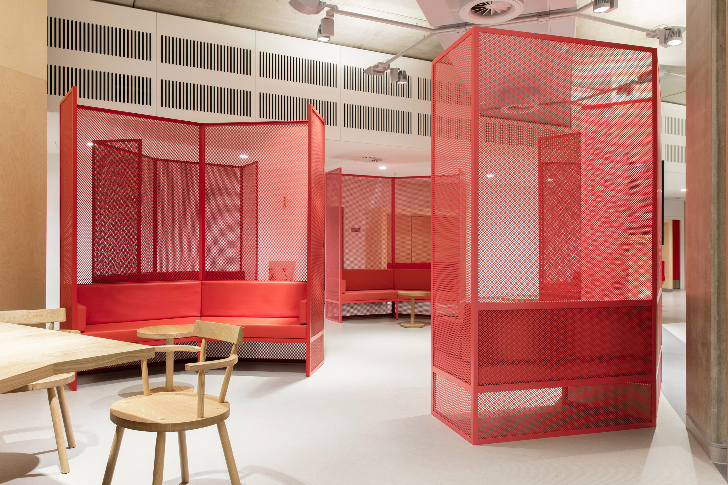 guys-cancer-centre-interiors-london-bridge-uk-gitta-gschwendtner_dezeen_2364_col_14