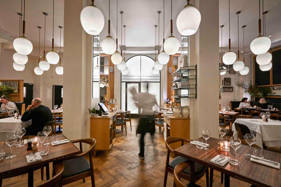 modern-pantry-avroko-restaurant-bar-interior-furniture-lighting-london-uk_dezeen_936_22