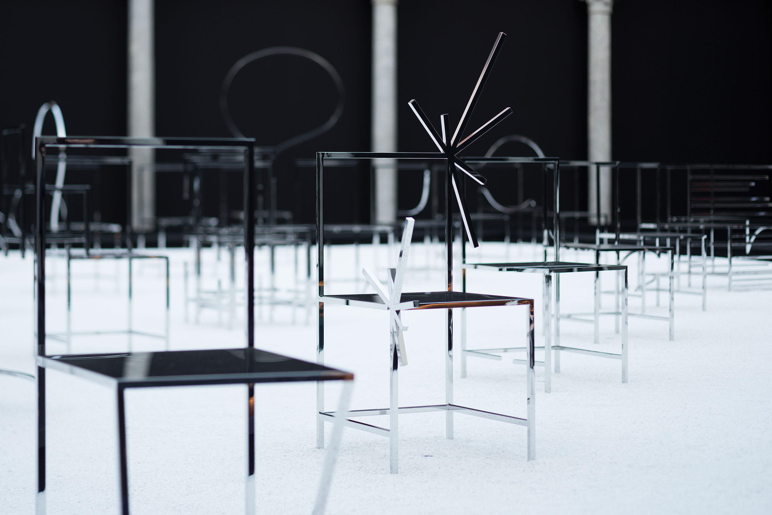 p4_50_manga_chairs_in_milan_nendo_for_friedman_benda_photo_takumi_ota_yatzer