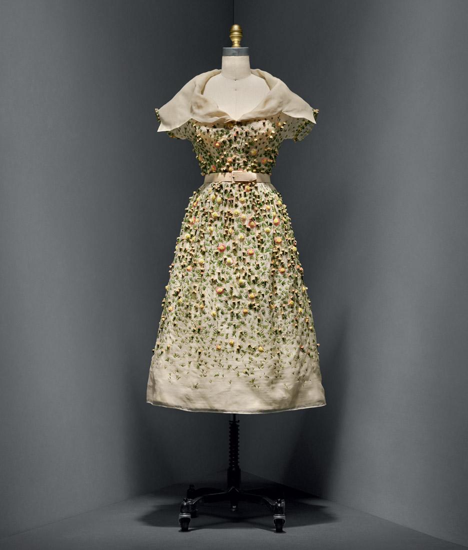 vilmiron-dress-christian-dior-manus-x-machina-fashion-exhibition-met-nyc_dezeen_936_7