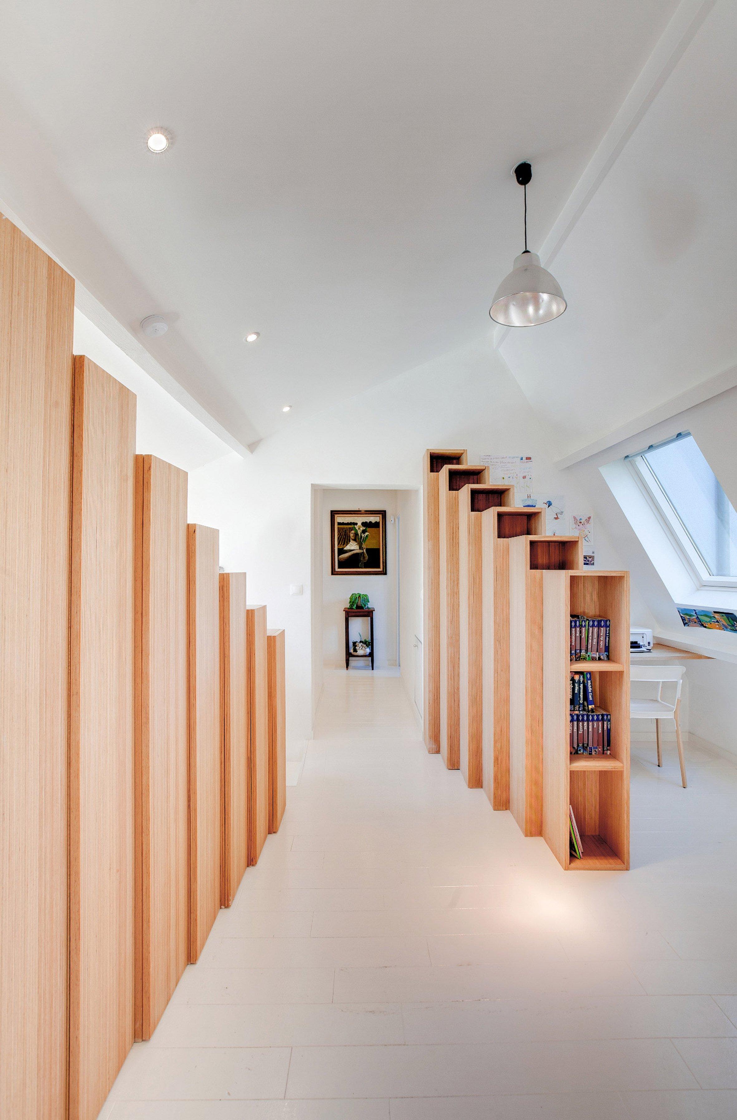 bookshelf-house-andrea-mosca-interior-paris-_dezeen_2364_col_3