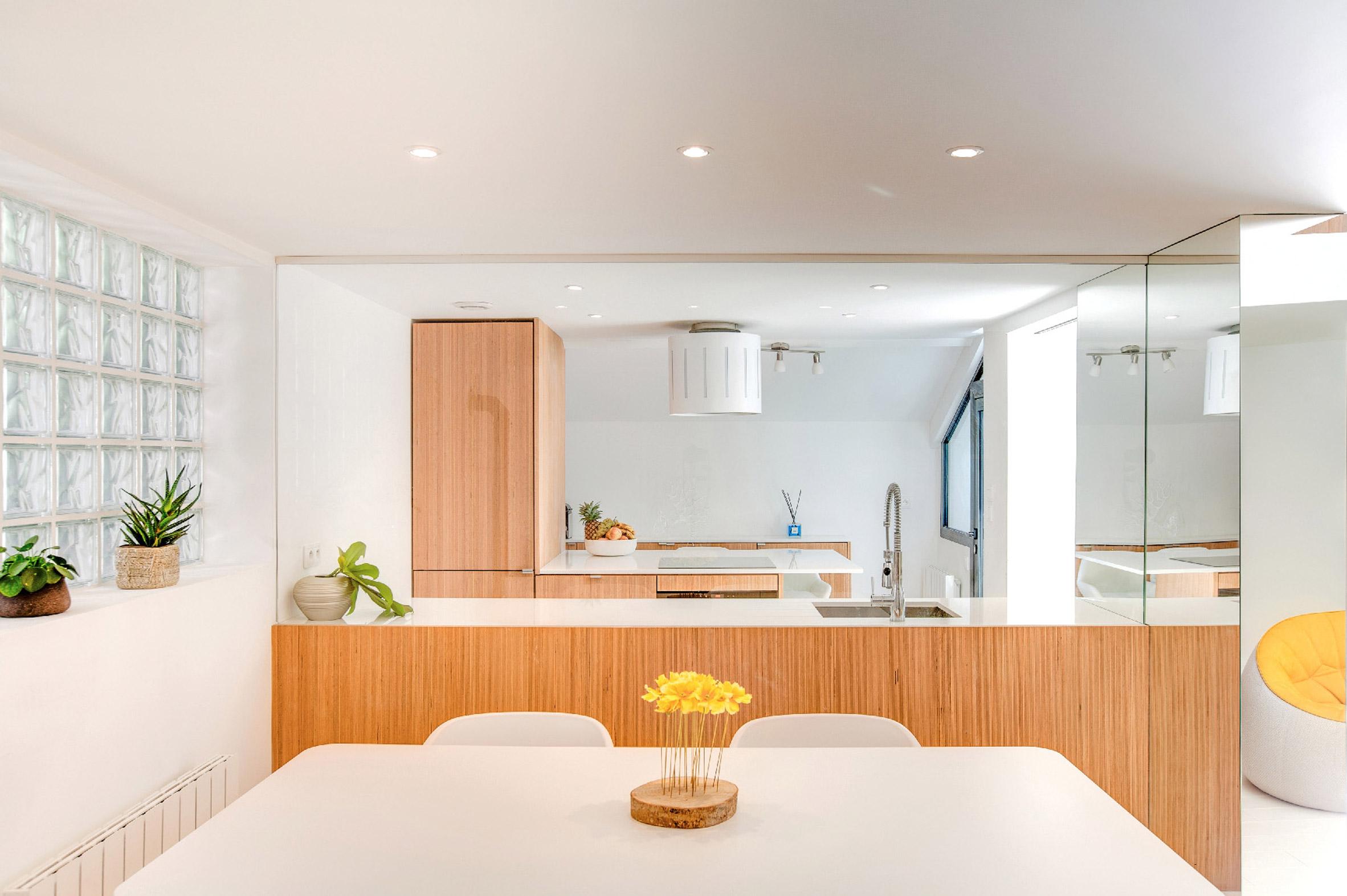 bookshelf-house-andrea-mosca-interior-paris-_dezeen_2364_col_4