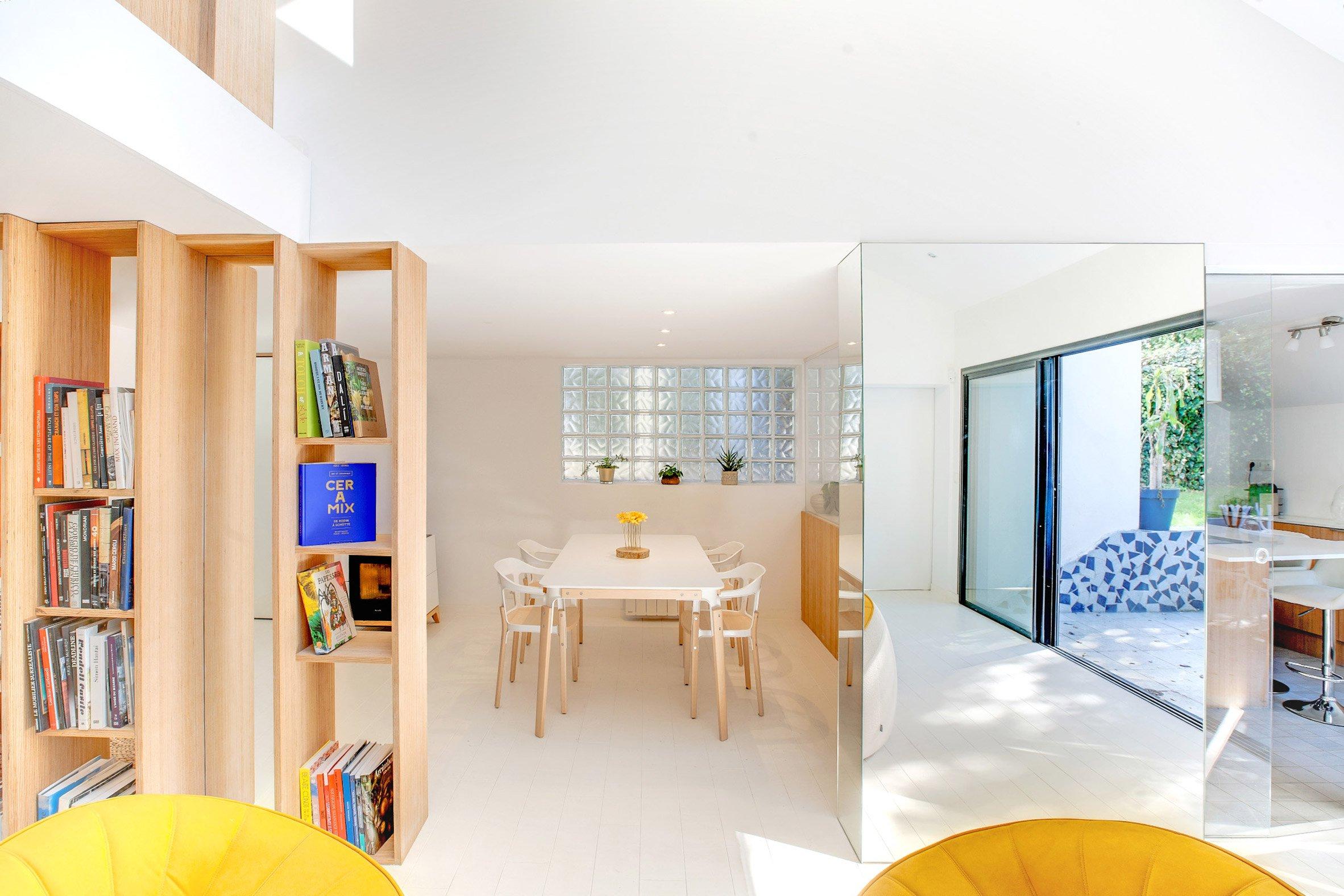 bookshelf-house-andrea-mosca-interior-paris-_dezeen_2364_col_8