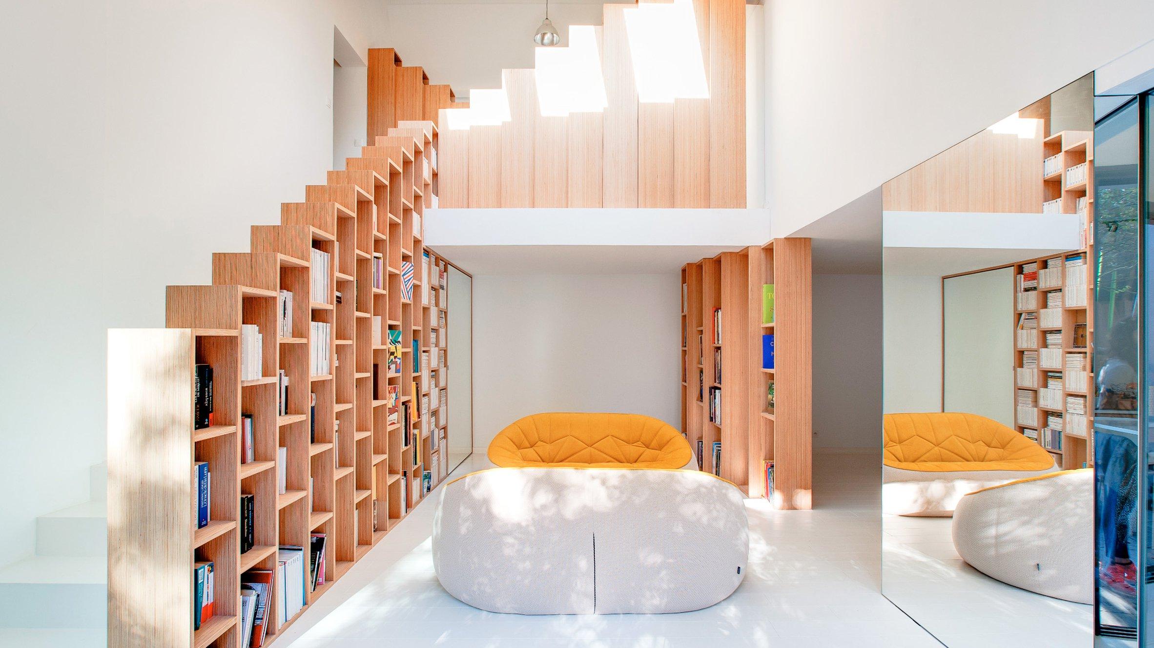 bookshelf-house-andrea-mosca-interior-paris-_dezeen_Hero