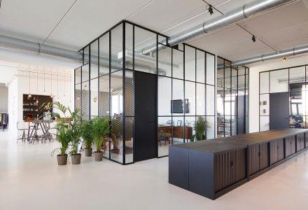 家庭式工作室设计—BrandBase
