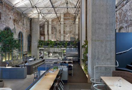 墨尔本·电力工厂改造的Higher Ground餐厅