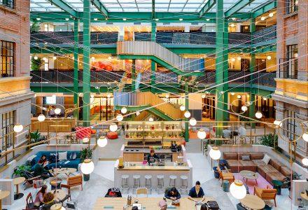 上海·厂房改造的WeWork联合办公旗舰空间