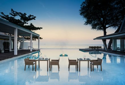 普吉岛私人蜜月岛的总统套房酒店