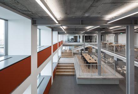 伦敦海运集装箱屋改造互动办公室设计
