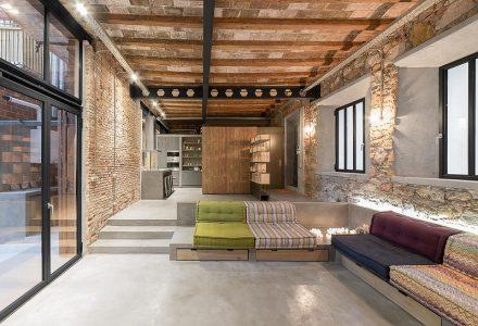 巴塞罗那·旧木匠车间改造居住工作室