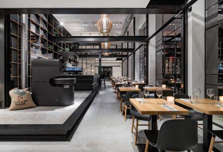 """海牙厂房改造Capriole Café""""跳跃""""咖啡厅"""