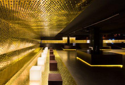 黄铜+黑钢材质的CANALLA夜总会设计