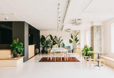 巴塞罗那清新工业风办公室设计