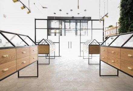 波特兰合法化大麻商店设计—Serra