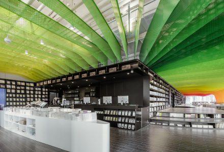 """苏州·""""彩虹桥""""钟书阁书店设计 / Wutopia Lab"""