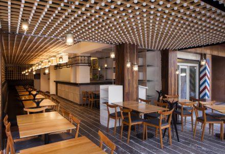 座位排到街道的EL JAPONEZ餐厅