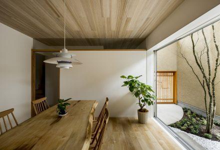 内置花园日式小宅