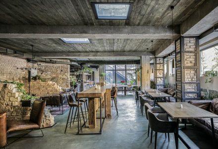 乌克兰微醺气息地下酒吧餐厅设计