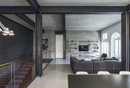 新古典主义建筑内的现代住宅