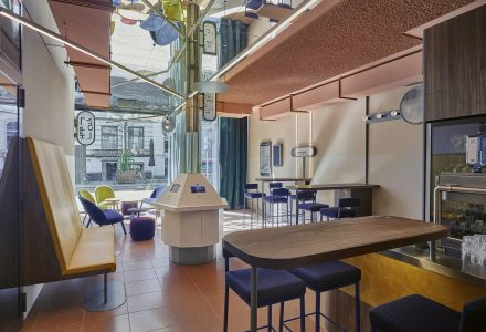 """荷兰鹿特丹CityHub""""数字化时代""""胶囊酒店"""