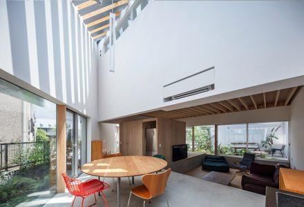 庭院置于室内东京K2住宅设计 / A.A.E