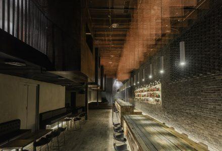 重庆·凛然酒吧餐厅设计 / B.L.U.E.建筑设计