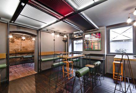 波兰ZRODLO BAR工业风酒吧设计