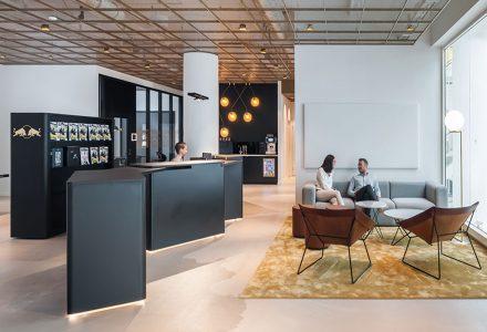 """瑞典斯德哥尔摩""""红牛""""新总部办公室"""