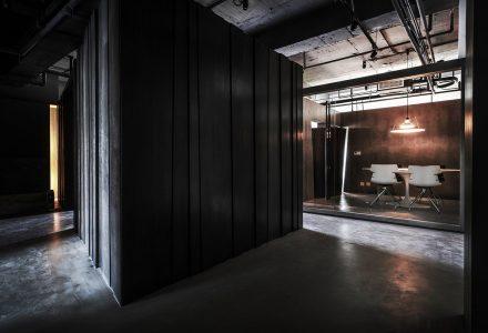 """南京""""舞""""现代办公空间设计 / 玮奕国际"""