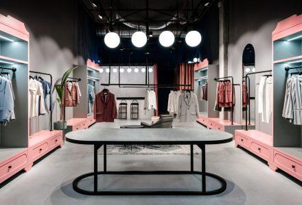 乌克兰·Courage女装专卖店设计