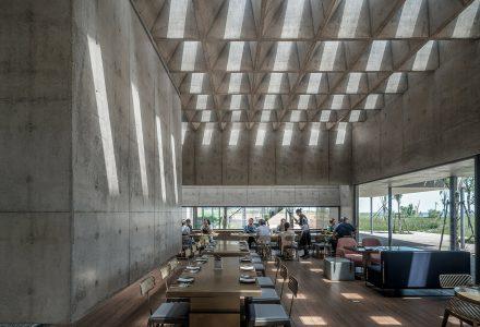 秦皇岛·阿那亚海边的Y·sea餐厅 / 直向建筑