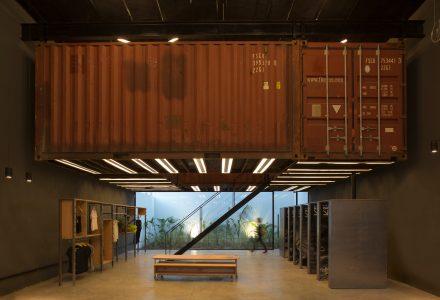 阿根廷·Le Utthe工业风服装店设计