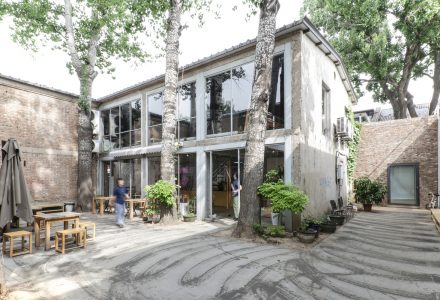北京798艺术区·VOYAGE咖啡店 / atelier suasua