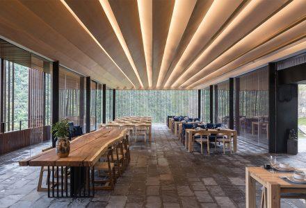 贵州团结村·山间餐厅与酒吧 / 休耕建筑
