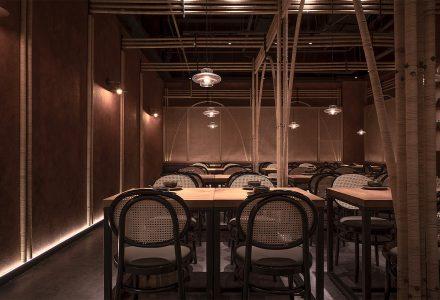 """南京·""""十三式重庆江湖菜""""餐厅 / 线状建筑"""
