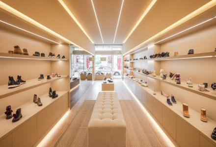 葡萄牙孔迪镇·SMART WALK品牌集合鞋店