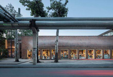 """北京798艺术区""""佳作书局""""书店设计 / 三文建筑"""
