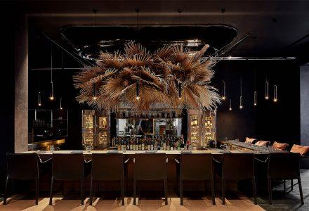 """上海·""""CHARCOHOL巧客""""餐厅+鸡尾酒吧 / 八荒设计"""
