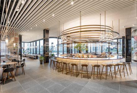 上海·Cloud Bistro高级酒吧餐厅 / Kokaistudios