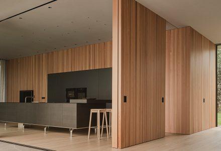 """西班牙·""""T住宅""""别墅设计 / Francesc Rifé Studio"""